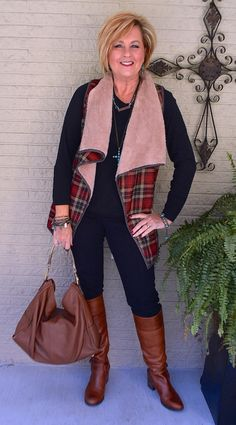 Plus Size Fashion for Women Over 40 - Fashion Trends Older Women Fashion, Fashion For Women Over 40, Western Outfits, Vest Outfits For Women, Clothes For Women, Fall Fashion Trends, Winter Fashion, Winter Stil, Mode Plus