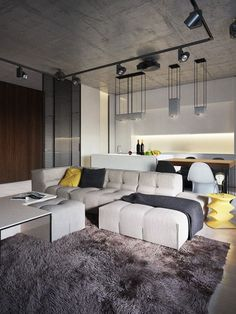 Un appartement moderne et une table basse jaune