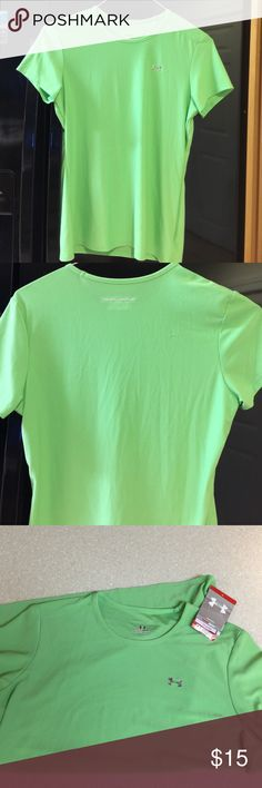 Under Armour NWT green szM loose fit heat gear top NWT lime green, a happy summer color. Loose fit, flows with body movement. Keep your body temp consistent in any condition! Plus, it goes perfect with the gray UA shorts I have in my closet listings! Under Armour Tops