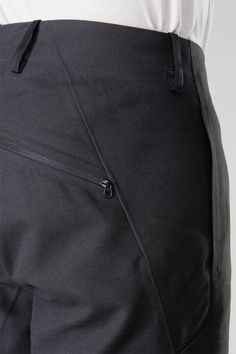 actually men's - Arcteryx Veilance Fashion Moda, Sport Fashion, Mens Fashion, Mode Masculine, Men Trousers, Men's Pants, Fashion Details, Fashion Design, Overall