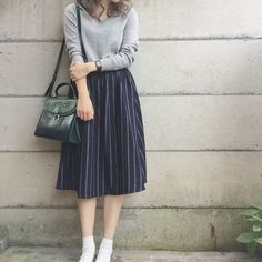 Skirt street style Dress Fashion Street Style Midi Skirts 31 Trendy Ideas Vestido Moda Street Style Midi Saias 31 Idéias na moda Long Skirt Outfits, Modest Outfits, Modest Fashion, Fashion Dresses, Long Skirt Fashion, Trendy Dresses, Trendy Outfits, Casual Dresses, Rock Outfits