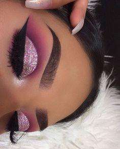 Eyebrow And Makeup Glitter Are Impressive ! augenbrauen und make-up glitter sind beeindruckend Eyebrow And Makeup Glitter Are Impressive ! eye makeup Looks - Easy eye makeup - eye makeup Hazel Eye Makeup Cut Crease, Glitter Eye Makeup, Pink Makeup, Glam Makeup, Gothic Makeup, Fantasy Makeup, Eyeshadow With Glitter, Glitter Makeup Tutorial, Purple Glitter