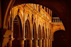 Fabulosa imagen de los arcos del Claustro de Castilla Termal Burgo de Osma. // Fabulous image of the arches of the Cloister of Castilla Termal Burgo de Osma.