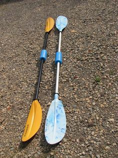 Save your paddle from drifting away! Buy a pool noodle with a hole the same diameter as the paddle shaft. Cut into sections, unscrew the 2 paddle ends and slip it on. One noodle can protect about 8 paddles. Kayak Bass Fishing, Kayak Camping, Canoe And Kayak, Fishing Tips, Camping Hammock, Sea Fishing, Fishing Bait, Saltwater Fishing, Fishing Reels