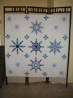 Mariner snowflake quilt - LOVE - silver thread quilting.