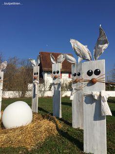 #decoration #paques #maison #exterieur lapins avec des planches www.toutpetitrien.ch Easter Crafts, Easter Decor, Creative Home, Yard Art, Mailbox, Bird, Spring, Easter Stuff, Outdoor Decor