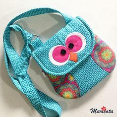 Bolsa de coruja tiracolo infantil em patchwork com alça ajustável. Confeccionada em tecido tricoline, com manta quiltada e forrada.