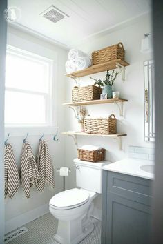 47 Clever Small Bathroom Decorating Ideas 47 Clever Small Bathroom Decorating Ideas Decoration # Related Post Inspiring Master Bathroom Renovation Ideas 36 Beautiful farmhouse bathroom design and decor i. Small Bathroom Renovations, Remodel Bathroom, Tub Remodel, Shower Remodel, Home Renovations, Small House Renovation, Bathroom Remodelling, Bad Inspiration, Home Furniture