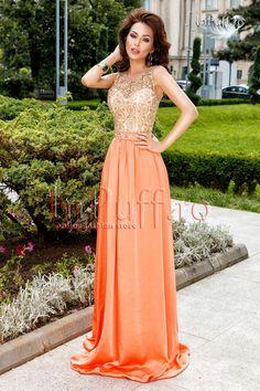 Rochie lunga dantela aurie si matase portocalie rochie lunga de seara rochie eleganta din dantela aurie si matase portocalie perfecta pentru evenimente deosebite croi lejer spatele este gol, dezvaluind feminitate si senzualitate curea detasabila in talie lungime: 150 cm de la subrat pana jos material: 95% poliester 5% elastan produs fabricat in Romania! Rasfata-te InPuff cu cele mai elegante rochii de seara!