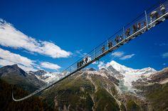 The world's longest pedestrian suspension bridge has just opened in Zermatt🇨🇭 long - up in the air! The bridge walk offers views of Matterhorn, Weisshorn and Bernese Alps. Who is up for a bridge walk? Zermatt, Rafting, Grand Canyon, Scary Bridges, Pedestrian Bridge, Voyage Europe, Suspension Bridge, Swiss Alps, Wallis