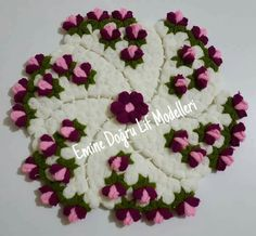 This Pin was discovered by Sel Crochet Potholders, Crochet Doilies, Crochet Flowers, Crochet Lace, Irish Crochet, Diy Clothes, Diy And Crafts, Christmas Crafts, Floral Wreath