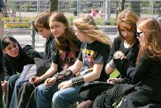 """ Nada representa melhor a adolescência    que uma banda de Rock n´Roll """