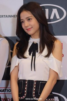 Kpop Girl Groups, Korean Girl Groups, Kpop Girls, Blackpink Jisoo, Jennie Lisa, Blackpink Fashion, South Korean Girls, Asian Woman, Celebrities