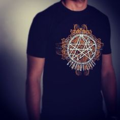 Tribute to Lovecraft: Cthulhu 1928 tshirt available on www.merchandising.toohead.com#tshirt #rock #heavymetal #horror #luccacomics #romics #tattoo #lovecraft #cthulhu