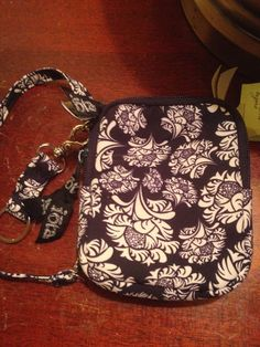 61022f71def1 Wristlet new nwt IOTA CHIC Navy blue and White Spring floral MSRP  32.50