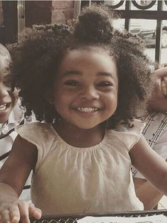 When looking for afro hairstyles for kids, try out some of the best low maintenance haircuts. These beautiful afro hairstyles make a statement on any day and look amazing. Natural Hair Journey, Natural Hair Care, Natural Hair Styles, Afro Hairstyles For Kids, Natural Hairstyles For Kids, Girl Hairstyles, 1920s Hairstyles, Art Afro, Curly Kids