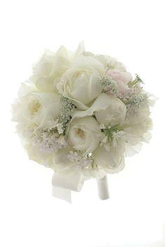 ラウンドブーケ 帝国ホテル様へ 白バラで 雪のドレスにの画像:一会 ウエディングの花