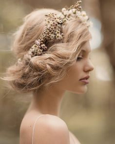 Wildly ruffled romantic Vintage wedding hair. For more wedding inspiration visit www.finditforweddings.com Hairstyle
