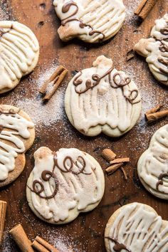 Cinnamon Spiced Sugar Cookies with Browned Butter Frosting. Sometimes Wednesday night just needs a cookie and these are my current favorite. Soft cinnamon spiced sugar cookies with the sweetest browned butter frosting. Perfection in a fall cookie Pumpkin Recipes, Fall Recipes, Holiday Recipes, Fall Cookie Recipes, Slow Cooker Desserts, Fall Baking, Holiday Baking, Köstliche Desserts, Dessert Recipes