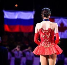 Roller Skating, Ice Skating, Virtue And Moir, Skate 3, Alina Zagitova, Disney Background, Medvedeva, Figure Skating Dresses, Ice Queen