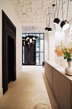 traditional ceiling work with contemporary everything else - Huys 404 by Piet Boon Contemporary Interior Design, Best Interior Design, Interior Design Inspiration, Interior Styling, Ceiling Color Design, Luxury Loft, Colored Ceiling, Luminaire Design, Condo Living