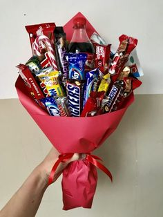 New diy gifts baskets candy Ideas : New diy gifts baskets candy Ideas . New diy gifts baskets candy Ideas : New diy gifts baskets candy Ideas Bouquet Cadeau, Candy Bouquet Diy, Gift Bouquet, Rose Bouquet, Candy Gift Baskets, Valentine's Day Gift Baskets, Candy Gifts, Raffle Baskets, Cute Birthday Gift