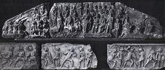 Monumento funerario di Lusius Storax - 30/50 d.C - altorilievo in marmo - museo archeologico nazionale d'Abruzzo, Chieti. Lusius Storax era un ricco liberto che ricevette l'investitura di sacerdote. Il suo monumento funerario è composto da un sepolcro a tempietto con due rilievi: fregio e frontone. Sul fregio è rappresentato un ludo gladiatorio, con tutte le scene del caso, come la vestizione dei gladiatori e la vera e propria lotta. Sul frontone invece è raffigurata l'investitura di Lusius…