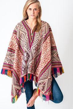 Poncho étnico, poncho de mujer, fabricado en Perú. Be Alpaca