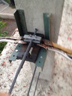 Tensioning wire using small vice.