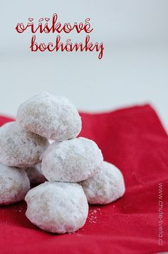 1. Polovinu ořechů, tedy 100 g, nasekáme nadrobno (např. paličkou na maso). 2. Druhou polovinu nameleme na jemno. (Já melu ve starém mlýnku na... Christmas Baking, Christmas Cookies, Cheesecake Ice Cream, Sweet Recipes, Cookie Recipes, Food And Drink, Author, Xmas Cookies, Recipes For Biscuits