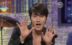 {GIF} Probably the only time we'll ever see Siwon do aegyo wholeheartedly. xD  Oh, you're such a man, Shiwonnie.