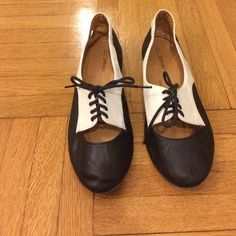 Ballet flats Black and white ballet flats. In great condition and super comfortable! Call It Spring Shoes Flats & Loafers