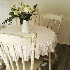 #flowers #green #eucalyptus #hydrangea #whiteliving #zománc #enamel #shabby #shabbychic #rendelhetőterítő Shabby Chic Decor, Vanity Bench, Photo And Video, Future, Instagram, Home Decor, Shabby Chic Decorating, Future Tense, Decoration Home
