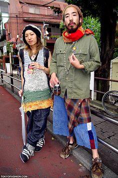 Two guys posing for a street fashion photo on Cat Street in Harajuku. Ibiza Fashion, Tokyo Fashion, Harajuku Fashion, Asian Fashion, Fashion Outfits, Asian Street Style, Tokyo Street Style, Japanese Street Fashion, Ways To Wear A Scarf