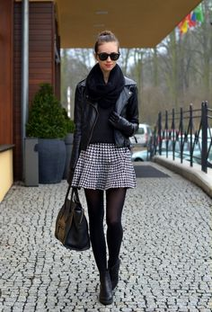 Love the houndstooth skirt! Perfect fit for a winter outfit Fashion Mode, Look Fashion, Skirt Fashion, Fashion Outfits, Street Fashion, Net Fashion, Fashion Weeks, Milan Fashion, Fashion Clothes