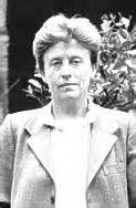 Luisa Muraro tiene 70 años  es la sexta de once hermanos y hermanas. Es licenciada en Lingüística, Universidad de Lovaina; y Filosofía de la Ciencia, Universidad Católica de Milán, 1965. Profesora, desde 1969, de Pedagogía y Psicología, Rovereto, Trento, con interrupciones por estudios en Lovaina y París; y de Filosofía, Universidad de Verona, desde 1975 hasta su jubilación. Se casa en 1965, tiene un hijo en 1966, se divorcia en 1971.