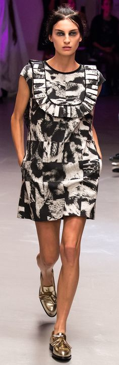 Giles - Spring 2015 - great dress. Not so much the hair & make up!