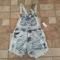 SOLD ....Jumper Brand new never worn jumper suit Shorts Jean Shorts
