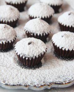 Snöpraliner Lollipop Candy, Sandwich Cake, Candy Cookies, Something Sweet, Dessert Recipes, Desserts, Mini Cupcakes, Chocolate Cake, Favorite Recipes