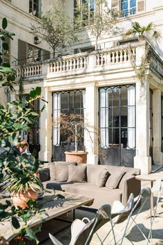 A beautiful mansion in Avignon is the finest example of stylish French design … and the inspiration behind many of our French treasures. Future House, My House, House Art, Dream Home Design, My Dream Home, Modern House Design, Dream Life, Beautiful Homes, Beautiful Places