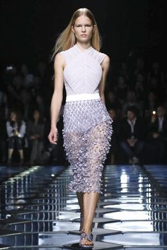 Ton sur ton. Balenciaga Ready to Wear Spring Summer 2015 Collection in Paris.