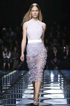 Ton sur ton. Balenciaga Ready to Wear Spring Summer 2015 Collection in Paris.