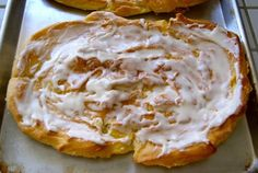 & is kringle? it is a DELICIOUS danish pastry! It looks tricky and impressive, but you will see how simple it is to . Breakfast Pastries, Sweet Pastries, Breakfast Cake, Breakfast Dishes, Breakfast Ideas, Danish Pastries, Paleo Breakfast, Donut Recipes, Almond Recipes