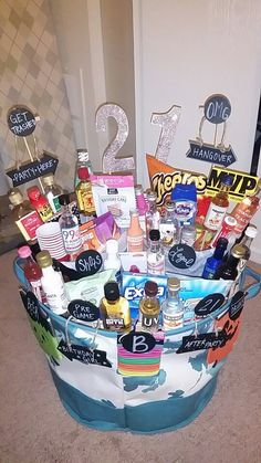 I love these DIY gift basket ideas. These DIY gift baskets are super easy to mak. I love these DIY gift basket ideas. These DIY gift baskets are super easy to make and are the perfe 21st Birthday Gifts For Boyfriend, Birthday Presents For Him, Boyfriend Gifts, 21st Birthday Basket For Girls, 21st Birthday Ideas For Girls Turning 21, Birthday Gift Baskets, Diy Gift Baskets, Basket Gift, Best Friend Birthday