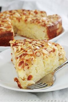 Yogurt cake with apples, almonds, super soft- Gâteau au yaourt pommes, amandes, hyper moelleux Delicious variant of classic yoghurt cake with … - Baking Recipes, Cake Recipes, Dessert Recipes, Dessert Food, Dessert Ideas, Drink Recipes, Cake Ideas, Coffee Dessert, Coffee Cake