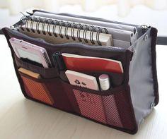 Ne cherchez plus vos affaires au fond de votre sac à main, tout est rangé grâce à l'organisateur de sac à main! Disponible dans notre boutique en ligne: http://bit.ly/1GK40vt Livraison rapide sur toute la Tunisie et paiement à la réception.