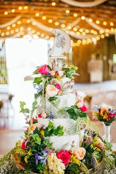 floral wedding cakes - photo by Rad Red Creative http://ruffledblog.com/southern-charm-florida-wedding
