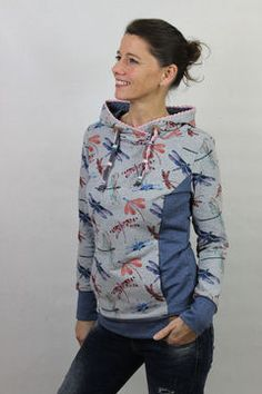 Patron Sweat à capuche pour femme Stina T. Smalino sweat á capuche pour femme Stina - exemple 2 chez Makerist Sweatshirts Online, Hooded Sweatshirts, Hoodies For Teens, Pull Sweat, Diy Kleidung, Sweat Dress, Hobbies For Women, Hoodie Pattern, Sewing Clothes