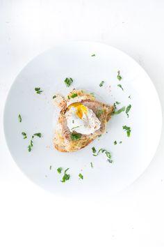 Strammer Max mit Leberkäse, gebratenem Sauerkraut und pochiertem Ei