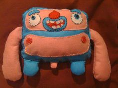http://www.zinkete.com/2010/06/plush-toy-monigote-azul-y-rosa.html    mi primer plush toy... proximamente mas :D    #plush #felt